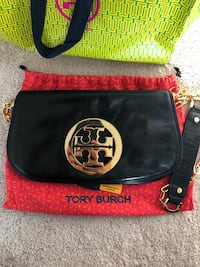 Tory Burch Black Logo Clutch in perfect condition only used a couple of times Hercules, 94547