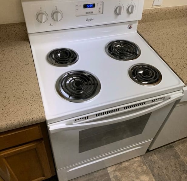 """White 30"""" electric stove  659612a3-0033-4bff-b0d1-77a028c40898"""