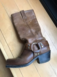 Vintage leather boots Toronto, M6G 2Y5