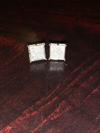 Real diamond earrings with 10K gold  Vallejo, 94590