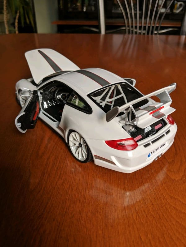 *Perfect condition* Openable 1:18 Porsche 911 GT3 RS 4.0 ae76d794-3010-4402-aa94-9dbb4239ee2a