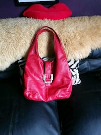 Red purse lots of compartments London, N5Z 2X1
