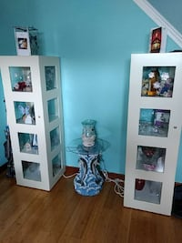Lighted and locking curio cabinet set. Aberdeen, 21001