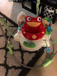 Baby's white and green fisher-price jumperoo Reston, 20190