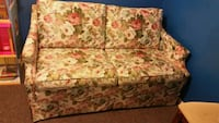 Love seat in perfect condition.  Non smoking home London, N5Y 1Z5