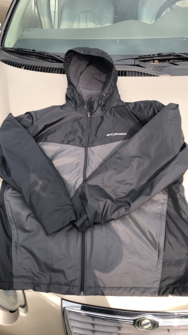 Used black zip-up hoodie for sale in Concord - letgo c1aa82fe4