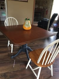 Good condition  table and 3 chairs  Dalton, 30721