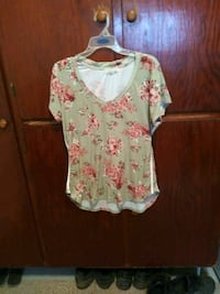 Green and pink floral scoop neck shirt Louisville, 40219