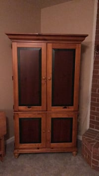 brown wooden 2-door cabinet Middletown, 21769