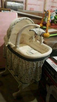baby's white and gray bassinet Seymour, 06483