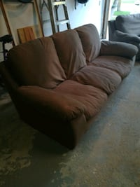 Couch  in good shape Brampton, L6S 3G8