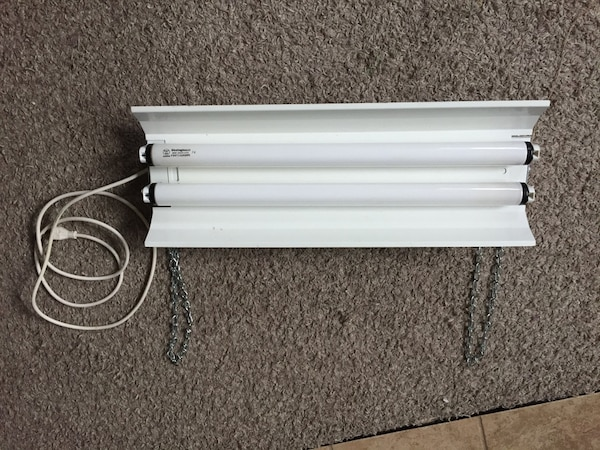 Used Fluorescent light fixture for sale in Lethbridge - letgo