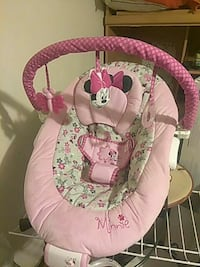baby's pink and white bouncer Auburn, 98002