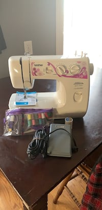 White and pink electric sewing machine Worcester, 01604