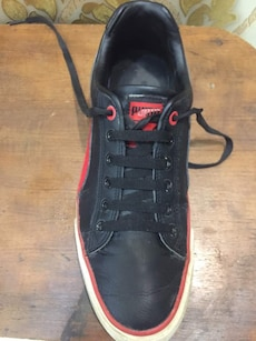 black and red Puma sneakers Uk 7