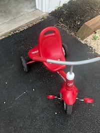 Radio flyer kids bike with push handle option   Ashburn, 20147