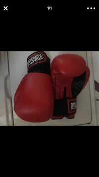 red and black Everlast boxing gloves Tacoma, 98418
