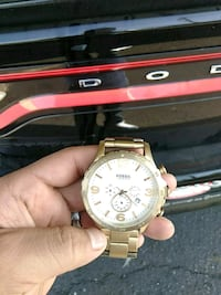 round gold-colored chronograph watch with link bracelet 2286 mi