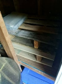 small pallets. Arts and crafts or storage. Pasadena, 21122