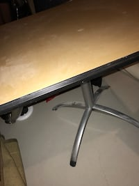 table with metal base Whitchurch-Stouffville, L4A 1X3