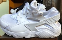 Nike huaraches size 2Y