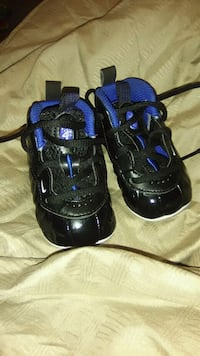 pair of black-and-blue Nike basketball shoes Dillon, 29536