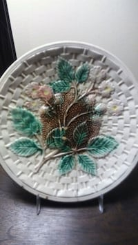 Antique majolica plate West Chester, 19382