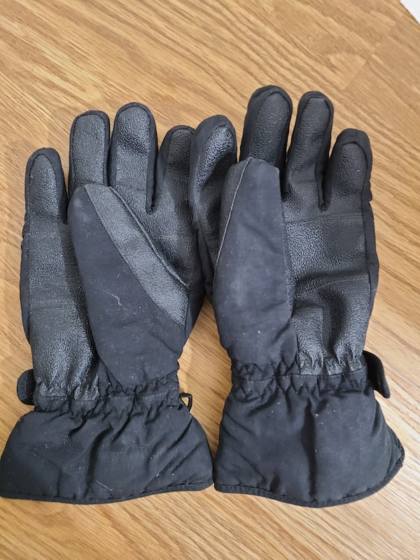 ski gloves and winter gloves    1