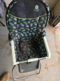 baby's black and green floral high chair El Paso, 79924