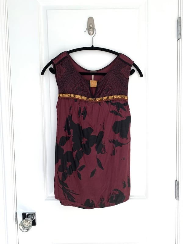 XS Temperance maroon & gold sequin detail dressy top c2e7c19b-e95f-4d9e-bf4c-d7300fa1a5fb