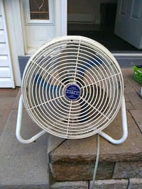 Heavy duty table fan with three speeds Pickering, L1V 2W3