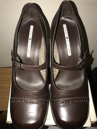 Women's 9.5 Tommy Hilfiger Dress Shoes w/ heel. Like new condition!  Taylors, 29687