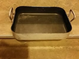 gray and black non-stick food container