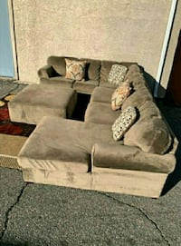Goregous Champion Sectional, Delivery Available