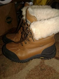 Uggs sixe 6 white and brown fur lined boots  Wilmington, 19806