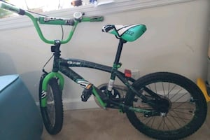 Bike 18 inch kuds bike for boys with helmet and training wheels