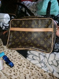 brown and black Louis Vuitton leather crossbody bag Hamilton, 45011