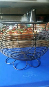 "10"" metal fruit basket Edmonton, T5G 2A4"