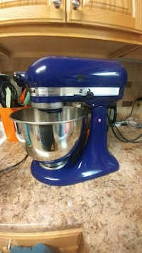 blue and gray KitchenAid stand mixer Clinton, 37716