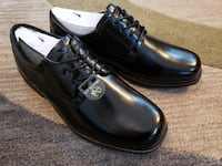 New!! Men's size 10M Leather Shoes