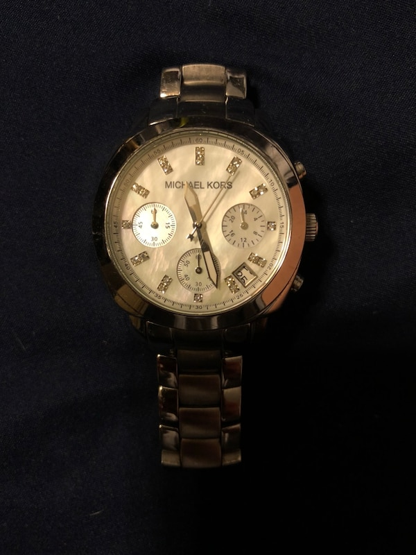 e3393aaae55b round silver-colored Michael Kors chronograph watch. HomeFashion and  Accessories Fort Worth