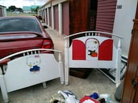 white and red wooden bed frame Killeen