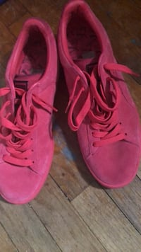 pair of red high-top sneakers Capitol Heights, 20743