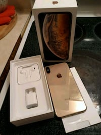 gold iPhone 7 with box Bear
