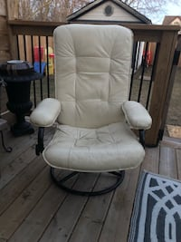 Leather Recliner Grimsby, L3M 3L1