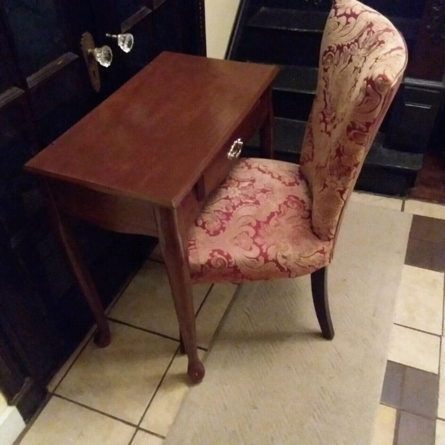Brown Vanity Table