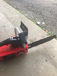 Craftsman chainsaw 12 inch bar works great Waterford, 48329