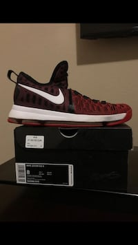 unpaired black and red Nike low-top sneaker Cedar Hill, 75104