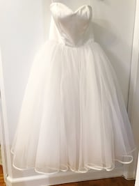 BRAND NEW Wedding Dress with tags. Sweetheart Bodice, Ribbon Lined Tulle Tea Length Skirt Toronto, M5R 2Y8