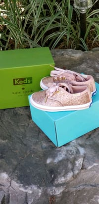Kids size 5 shoes Mississauga, L5A 2M6